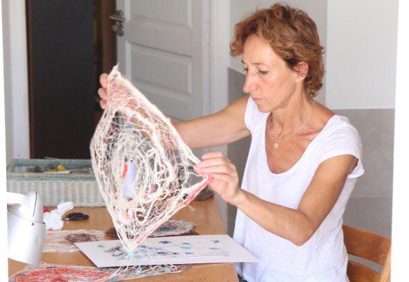 La artista María Muñoz en su taller.