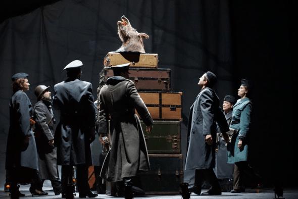 Dos momentos de la representación de Ricardo III. Foto: Chicho / Noviembre Teatro.