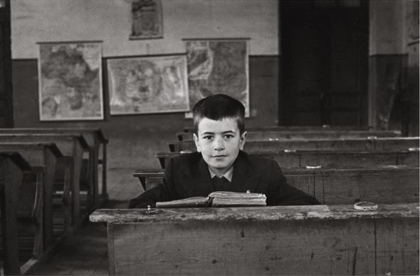 Escolar en un aula (Cocañín, c. 1945). Copyright Museo del Pueblo de Asturias
