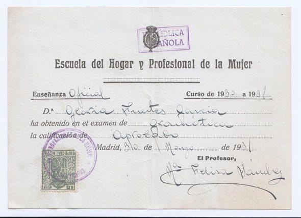 El 'aprobado' en gramática de Gloria Fuertes en 1931.