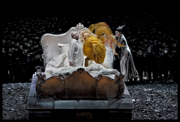 Un momento de la representación de El gallo de oro en el Teatro de la Monnaie de Bruselas. Foto: Matthias Baus | La Monnaie