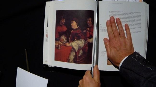 Una parte de la performance 'Queridas viejas' que incide sobre la ausencia de las mujeres en la Historia del Arte.