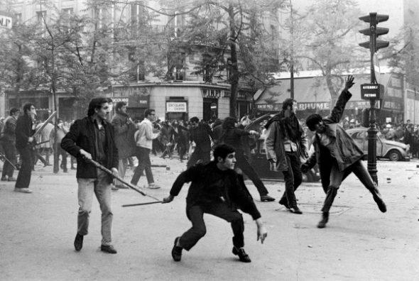 Protestas en París, Francia 1968 © Bruno Barbey / Magnum Photos