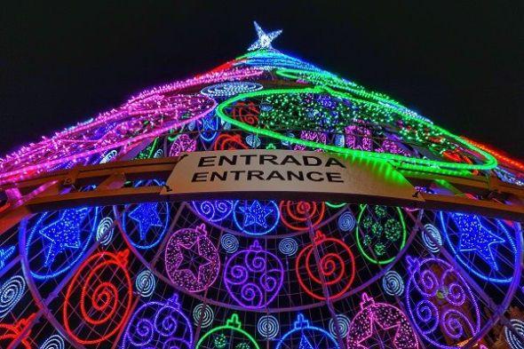 La Navidad y fin de año. Entrada del 18 cumpleaños del Siglo XXI. Foto: M. Cuéllar.
