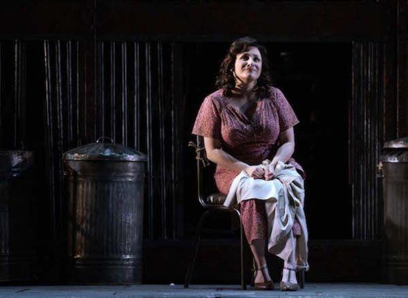 La soprano Patricia Racette en su papel de Anna Maurrant en Street Scene. Foto: Javier del Real.