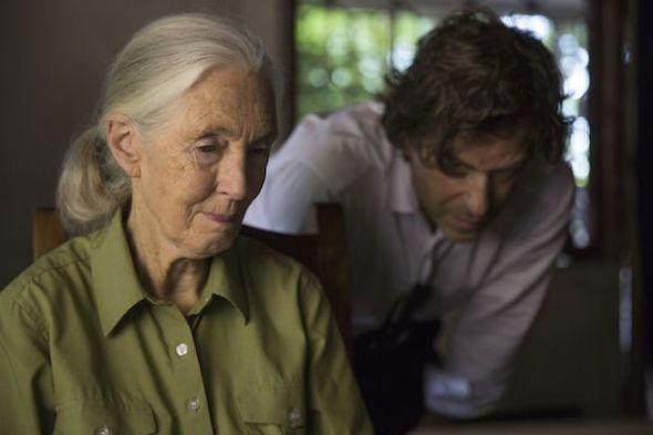 Jane Goodall y el director Brett Morgan durante el rodaje de 'Jane' en Tanzania. (National Geographic/David Guttenfelder)