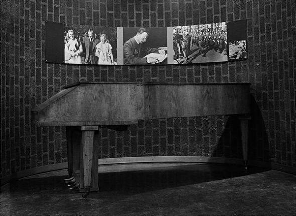 """Eduardo Momeñe """"El piano de Arthur-Syss_Inquart, 1998"""""""