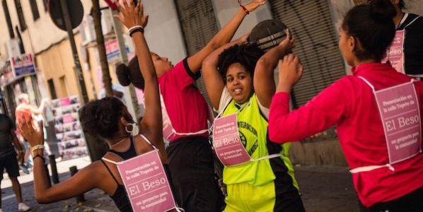 Mujeres participantes del proyecto artístico participativo 'El beso'.