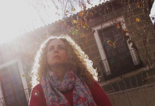Sonia Fides retratada en la Plaza de Tirso de Molina en Madrid. Foto: Manuel Cuéllar.
