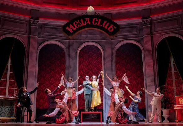Un cabaré ruso en París. Una escena de 'Anastasia', el musical. Foto: Javier Naval.