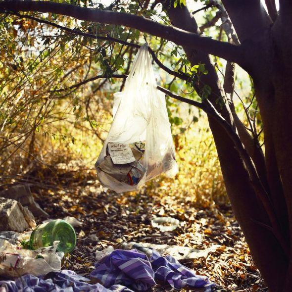Anthony Hernandez Landscapes for the Homeless #1, 1988 [Paisajes para los sintecho n.o 1] Copia en cibachrome, 30 1/8 × 29 7/8 in (76,5 × 75,9 cm) San Francisco Museum of Modern Art. Adquisición del Accessions Committee Fund: donación de Collectors' Forum, Susan y Robert Green, Evelyn Haas, y Pam y Dick Kramlich © Anthony Hernandez