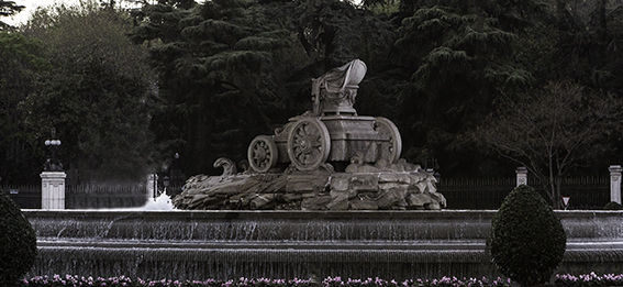 Montaje fotográfico de la fuente de Cibeles en Madrid.
