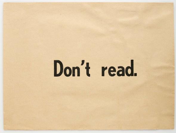 Ulises Carrión. 'Don't Read, 1975). Impresión sobre papel. Colección particular.