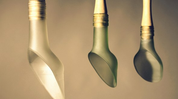 Cubiertos de cristal reciclados del diseñador británico Michael Hannaford en la cuenta de Elige Vidrio.