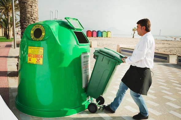 El reciclaje de vidrio es uno de los nuevos retos para los hosteleros. Foto: Ecovidrio.