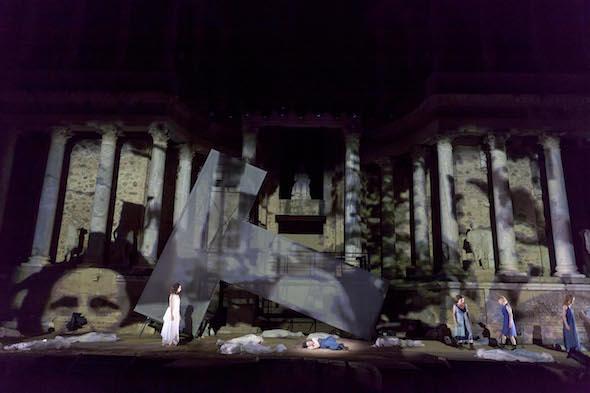 Un momento de la representación de 'Las Troyanas' en el Festival Internacional de Teatro Clásico de Mérida. Foto: Jero Morales.