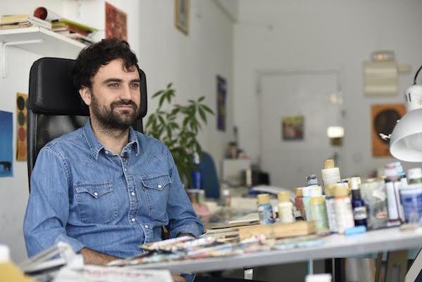 El ilustrador Manuel Marsol en su estudio.