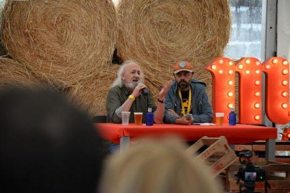 Montxo Armendáriz y Alfonso Pato, director del festival, en la pasada edición.