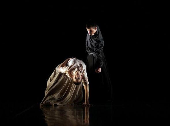 In memoriam de Sidi Larbi Cherkaoui interpretado por IT Dansa en el Teatro Real. Foto: Javier del Real.
