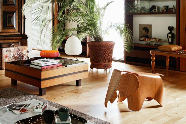 Eames Elephant madera contrachapada foto ambientada