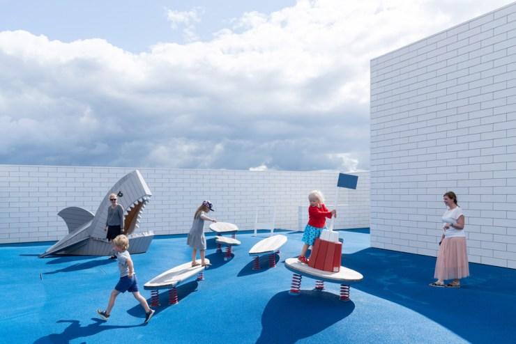 Lego House. Casa Lego foto terrazas exteriores juegos