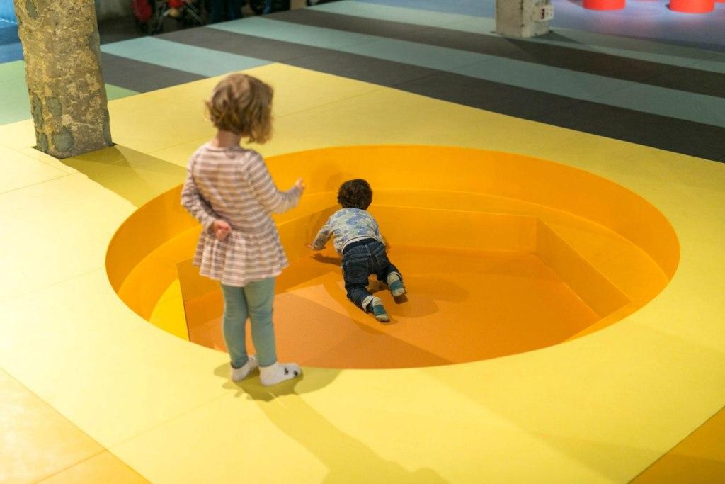 Landscape for Play de Aberrant Architecture en Matadero Madrid. Parque de recreo para niños. Elástica Magazine.