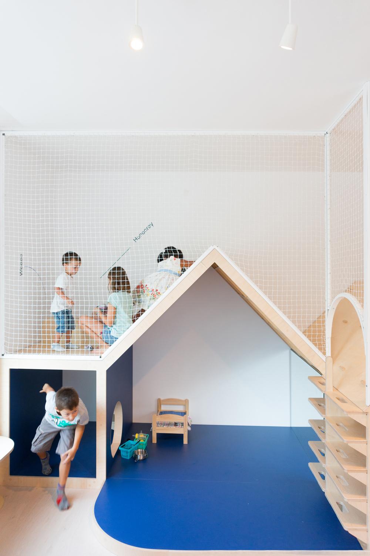 niños jugando en un chiquipark de Esplugas. Hubbub Family Fit Club.