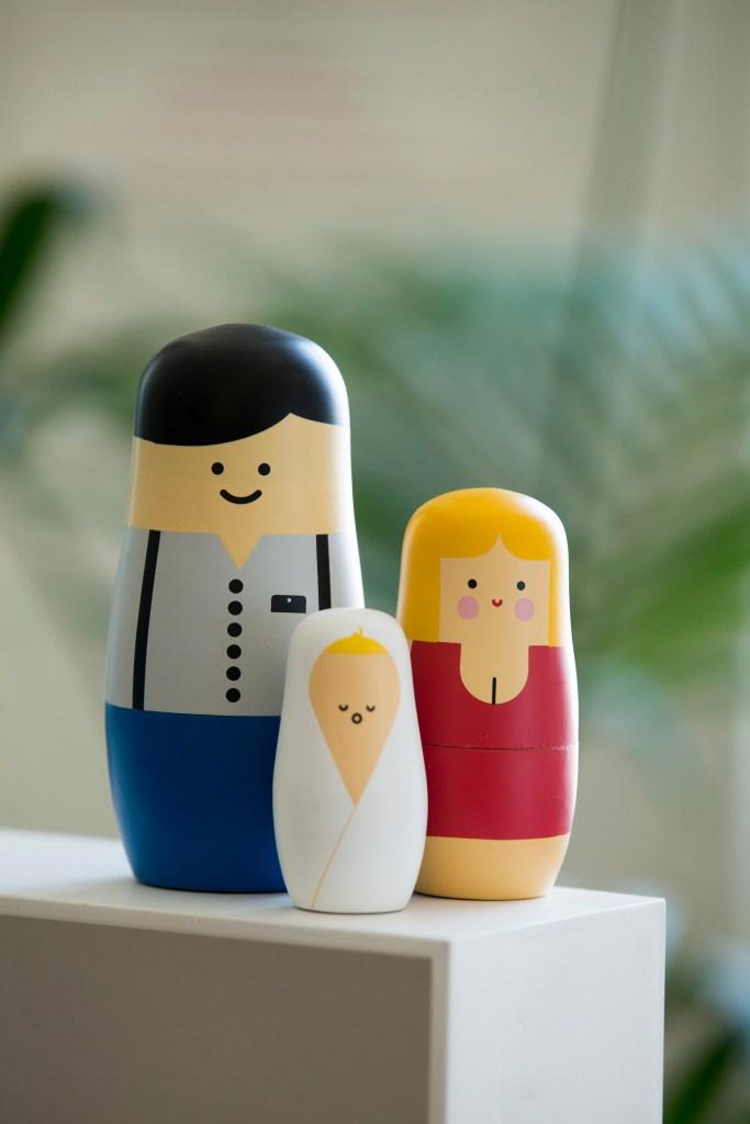 Matrioskas, muñecas rusas, nesting dolls. Familia con bebé
