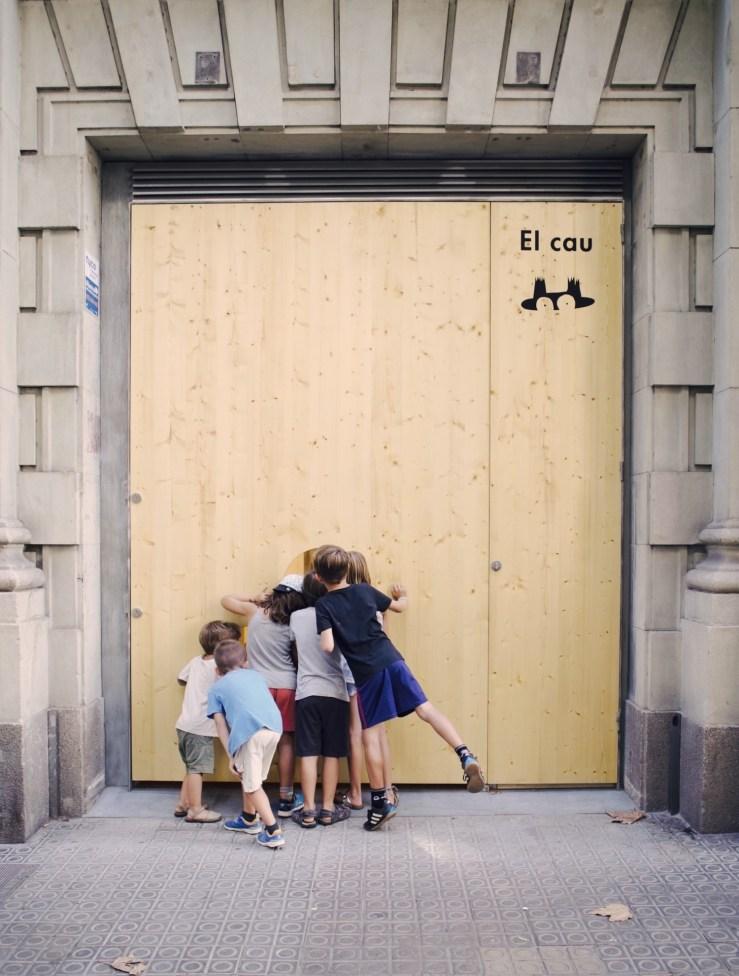El Cau Barcelona espacio familiar. Entrada con niños