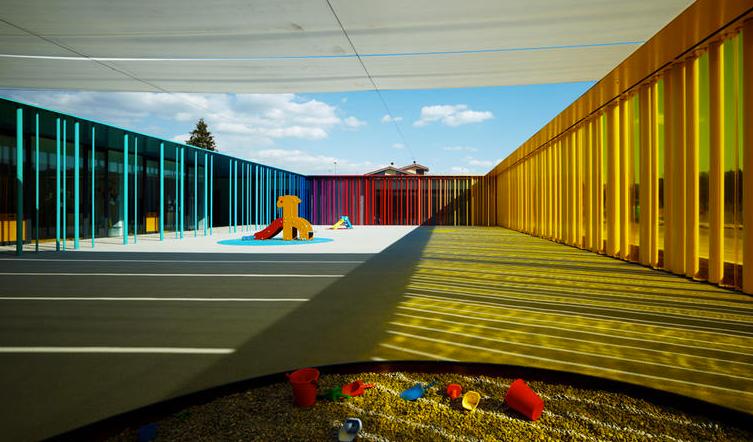 Guarderia El Petit Comte llar d'infants. RCR Arquitectes. Patio central