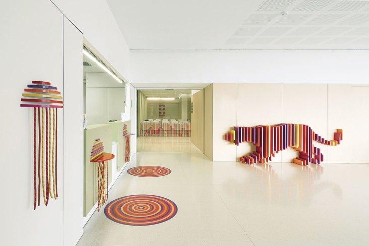 Ambientación Hospital Sant Joan de Déu. El escondite de los animales. Top 10 diseño infantil