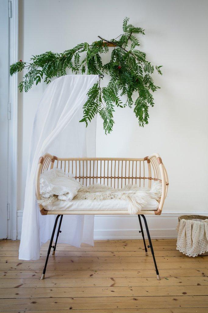 Bermbach Handcrafted. Cuna de bambú y ratán