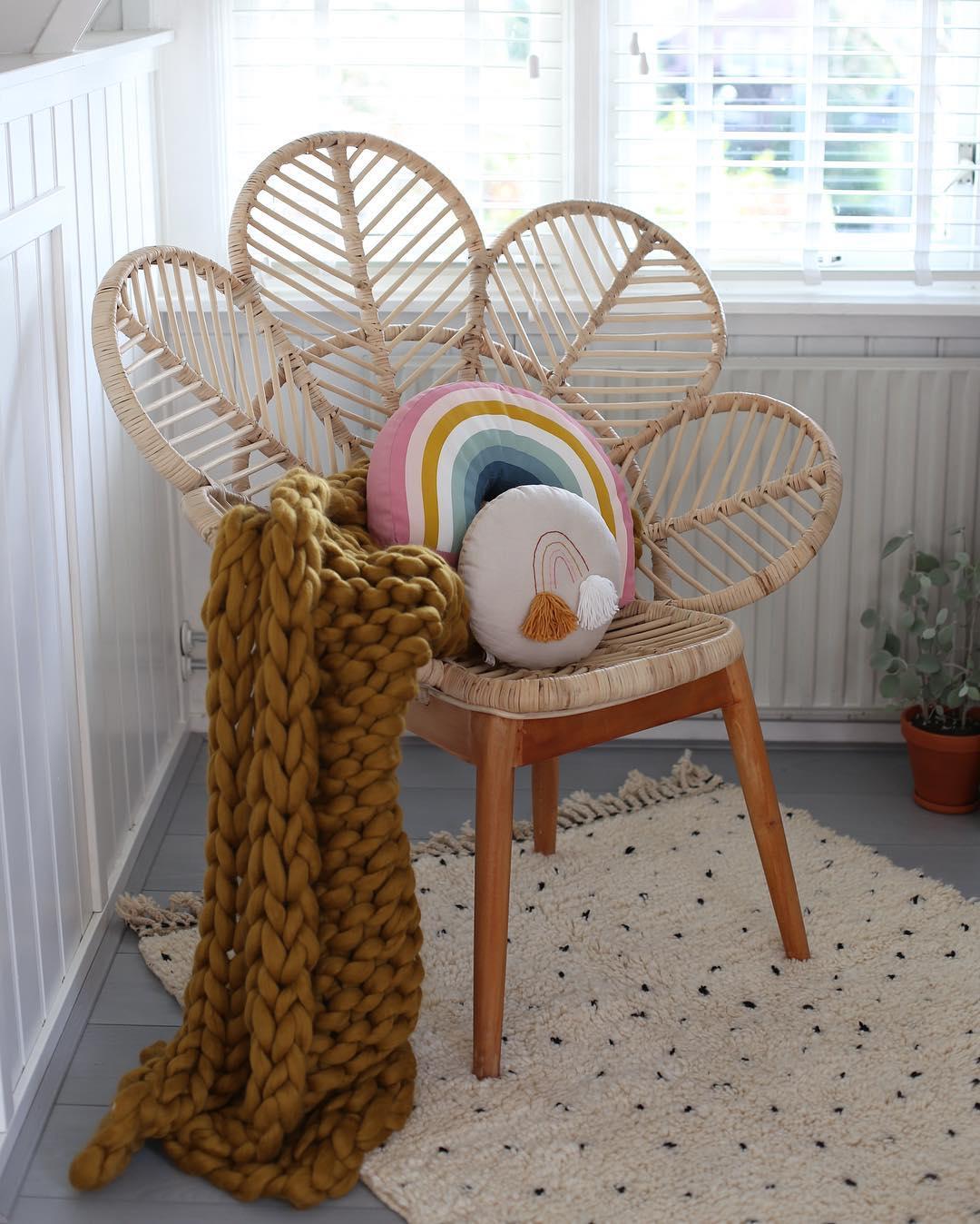 Leo and Moon. Silla de bambú con forma de pavo real para niños