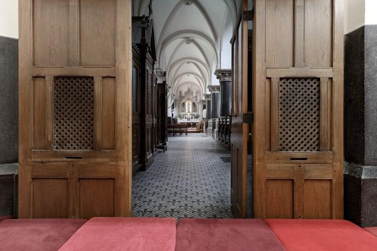 PRTZN Architecture. Sala de juegos en una iglesia
