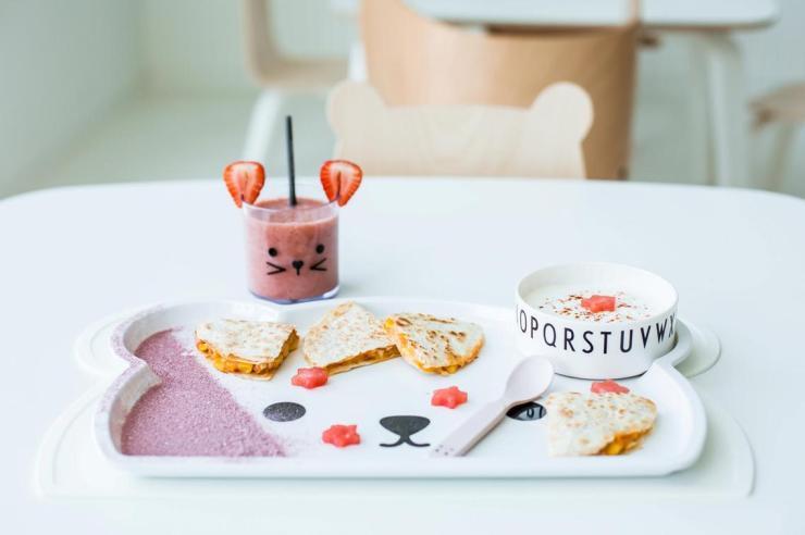 Restaurante para niños White and The bear. Dubai. Interiorismo minimalista. Menú infantil saludable
