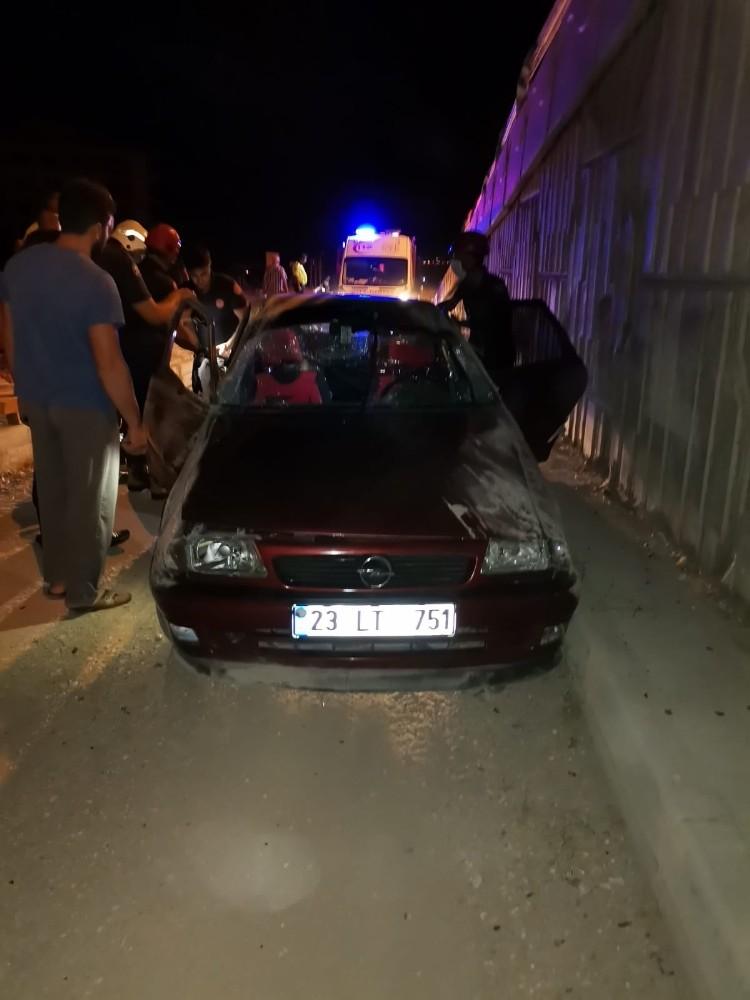 Elazığ'da aynı yerde ikinci kaza, otomobil üst geçitten uçtu: 3 yaralı
