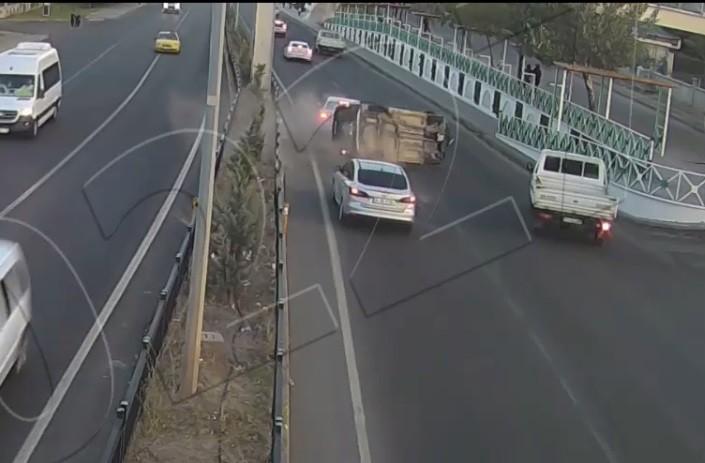 Elazığ ve Bingöl'de trafik kazaları kameraya yansıdı