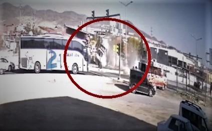 Kazada, ambulansın takla atma anı kameraya yansıdı