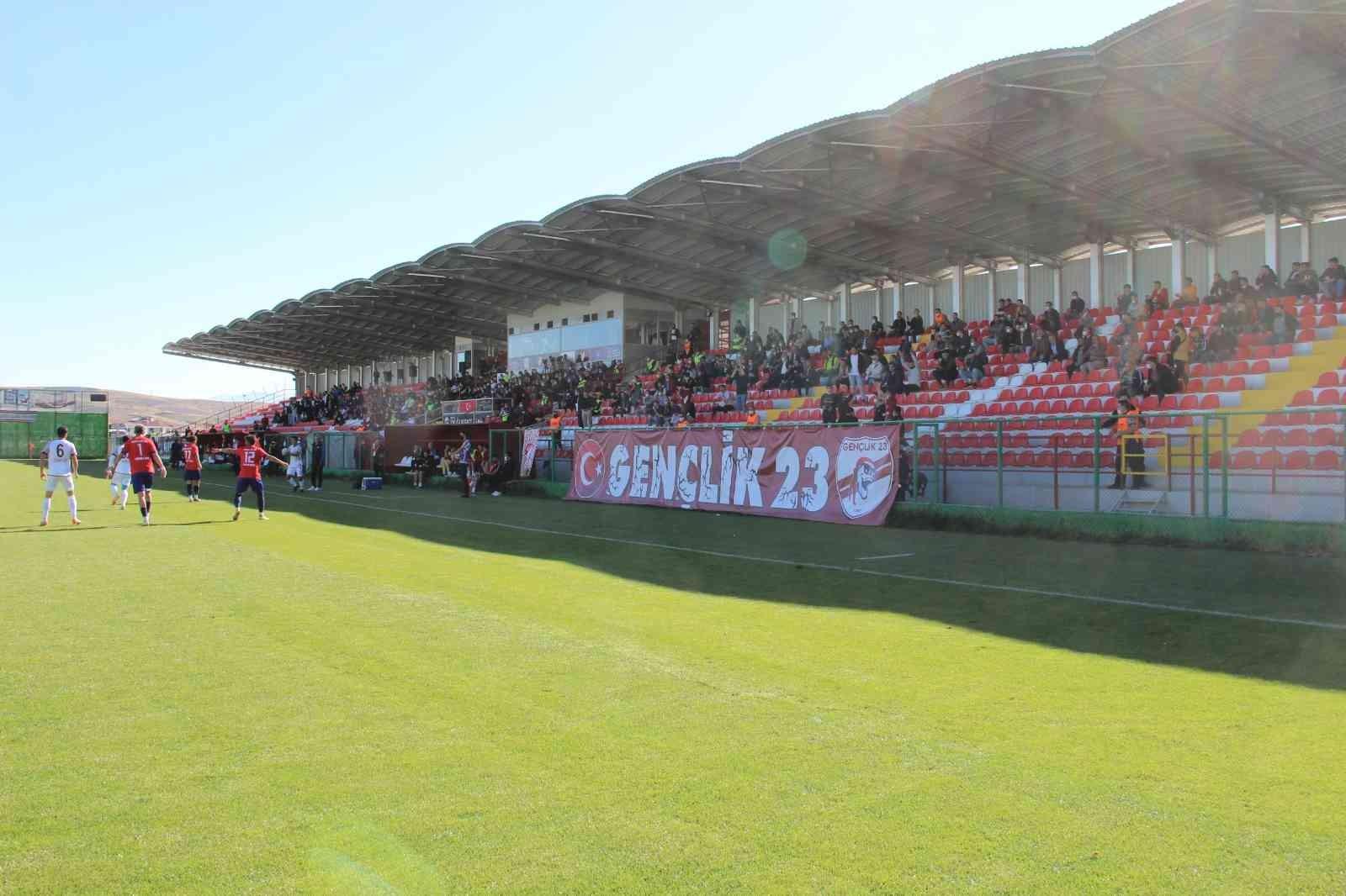 Elazığspor – Kahta 02 Spor maçını 600 biletli seyirci izledi