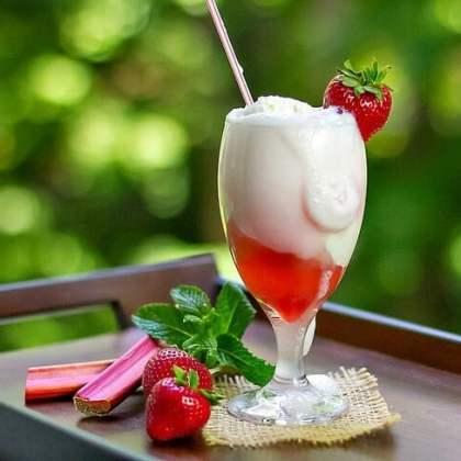 طريقة عمل عصير الامبراطور , كوكتيل الفراولة والزبادي والآيس كريم