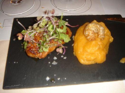 Solomillo de ibérico con patatas meneadas y su torrezno