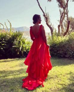 Züleyha Kuru Kırmızı Elbise Kiralama