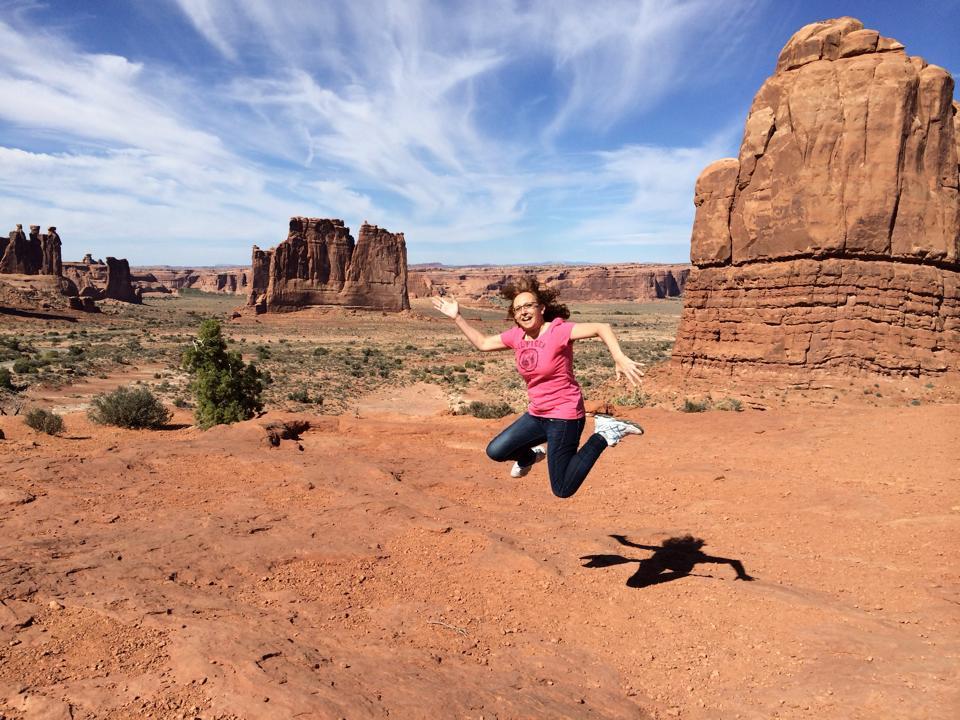 Saltando en Arches National Park