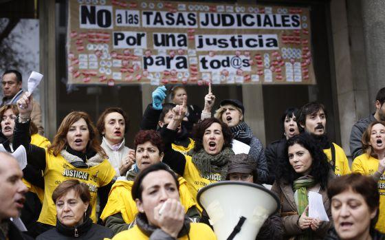CUCH-AGUILERA celebra la exención de la tasa judicial a las personas físicas.