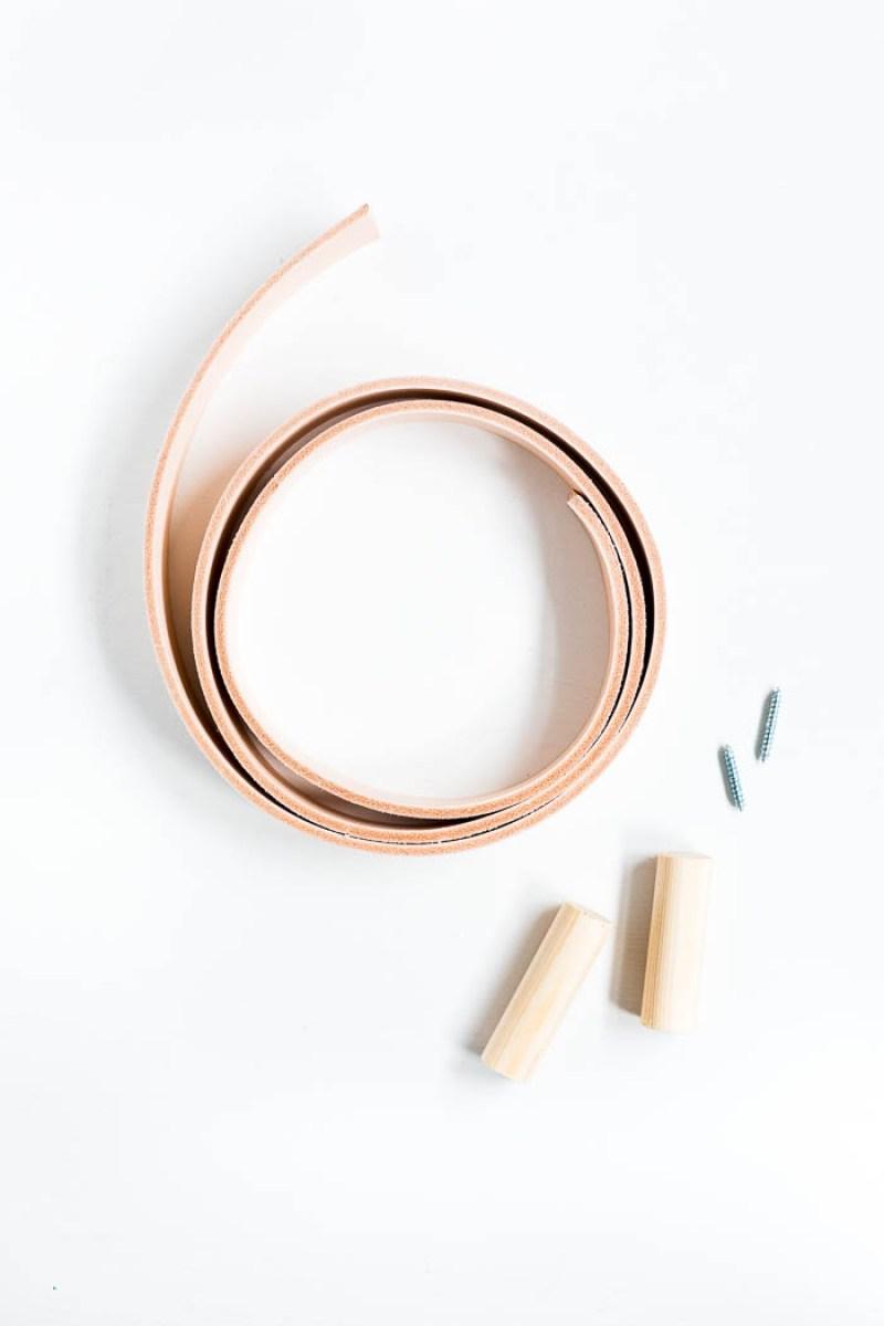 diy-tutorial-colgadores-estilo-nordico-madera-cuero-necesitas