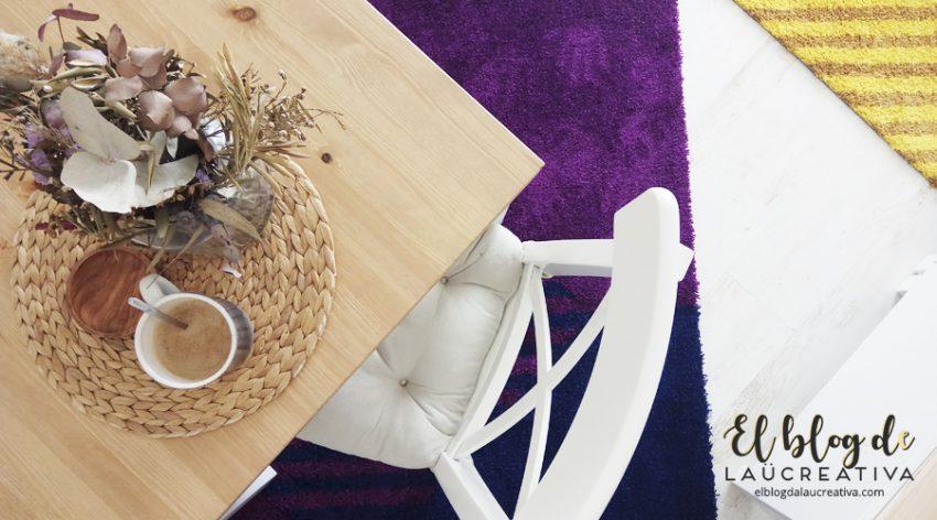 EL-BLOG-DE-LAUCREATIVA-decoracion-alfombras-ikea-salon-SJÄLVSTÄNDIG-amarillo-lila-cafe