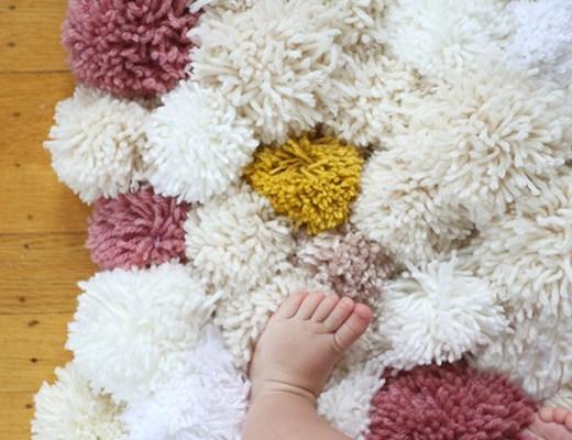 DIY   Haz una alfombra de pompones - El blog de Laucreativa