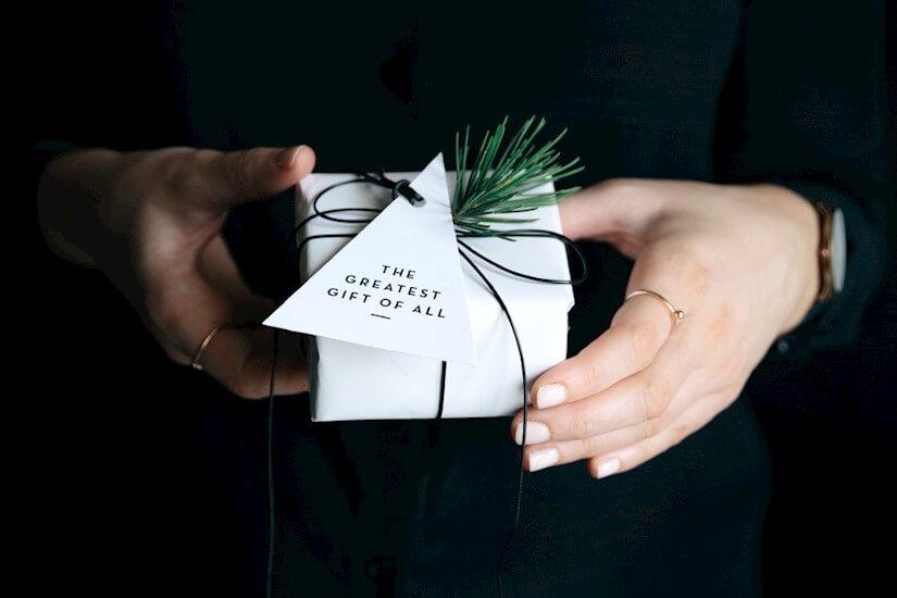 IMPRIMIBLE | Etiquetas gratis para tus regalos navideños - El blog de Laucreativa