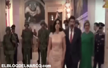 Vídeo, dejan micrófono abierto e insultan a esposa del gobernador de Chihuahua durante transmisión en vivo