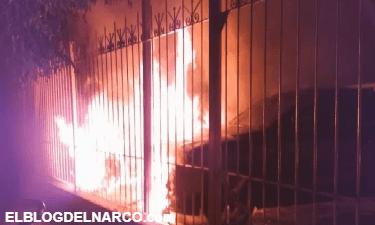 El Cartel de Sinaloa amenaza al Jalisco Nueva Generación con narcomanta y quema de autos (IMÁGENES)